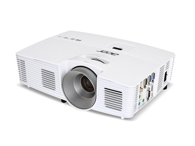 Here are some of the best projectors for outdoor movies that have the necessary brightness for outdoor use, at varying levels of cost.
