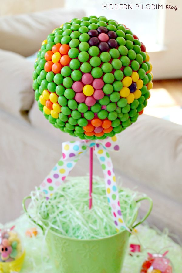 Easter Candy Topiary Tutorial - Make a fun Easter centerpiece. [via @jenniferpilgrim | ModernPilgrimBlog.com]