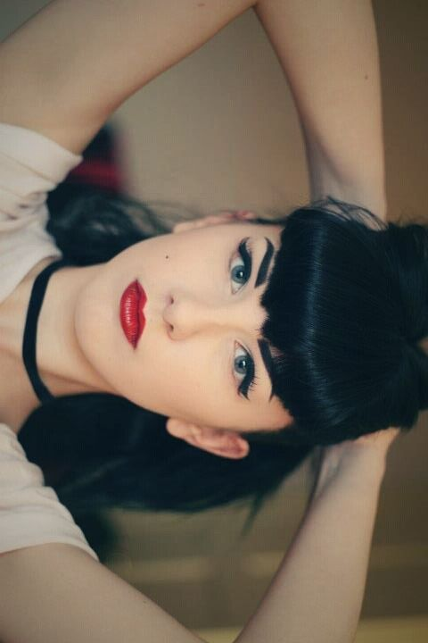 Bettie bangs and eyeliner. This is all I've ever wanted to look like. Of course it's the very last thing my hair or eyebrows will allow me to pull off