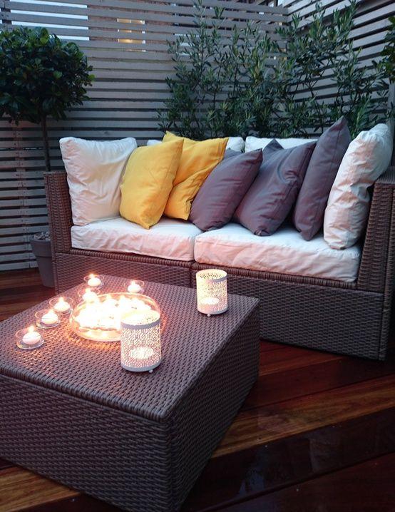 Patio oświetlone świeczkami https://www.homify.pl/katalogi-inspiracji/10006/zewnetrzne-oswietlenie-domu