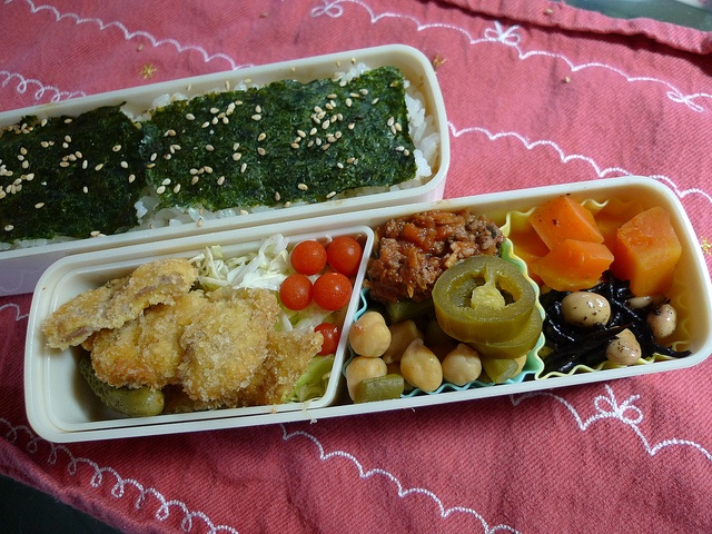 - Fried Pork  - Pickles, Cabbage and Tomato  - Bolognese Sauce / Chickpea, Common Beans and Jalapeño  - Carrot / Hiziki Seaweeed and Soybeans