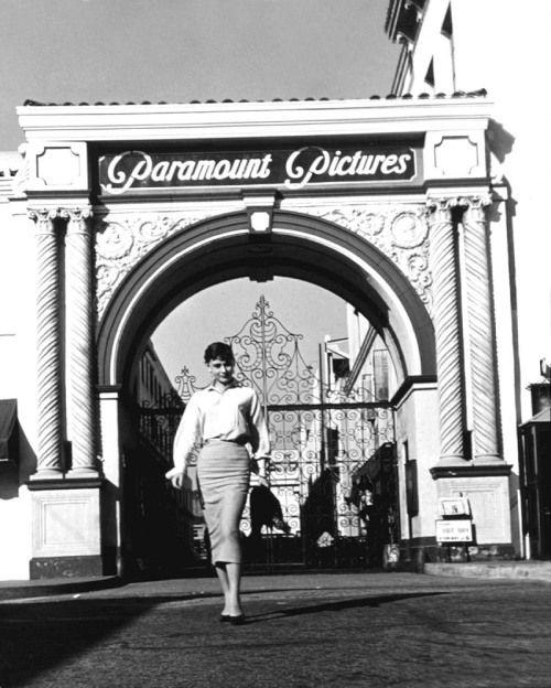 Audrey en Paramount Studios, fecha desconocida. *   – Schwarz weiß Photos