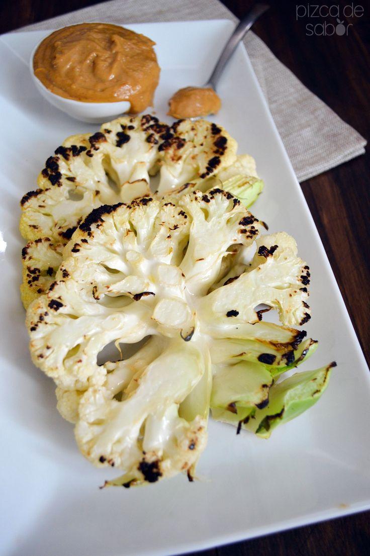 Filetes de coliflor a la parrilla con salsa de cacahuate www.pizcadesabor.com