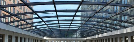 BRS Building Systems; glasconstructies met o.a. 3-laags koud gebogen glas