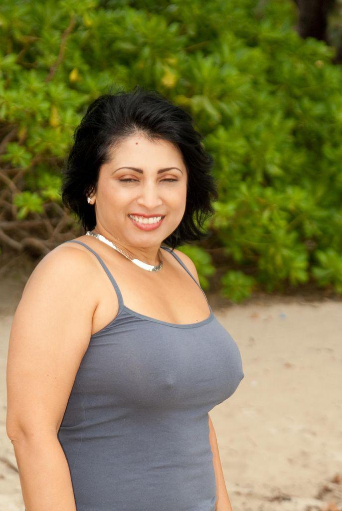 busty mature pakistani woman nude