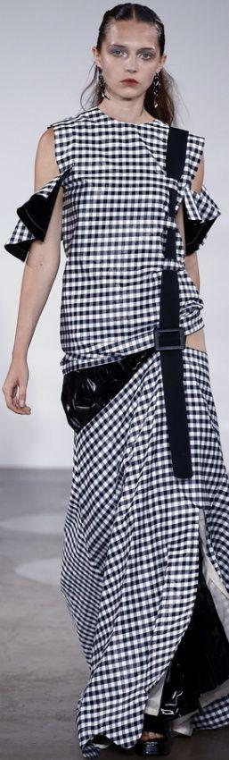 модное платье весны 2017 с вырезами на плечах - фасоны для полных