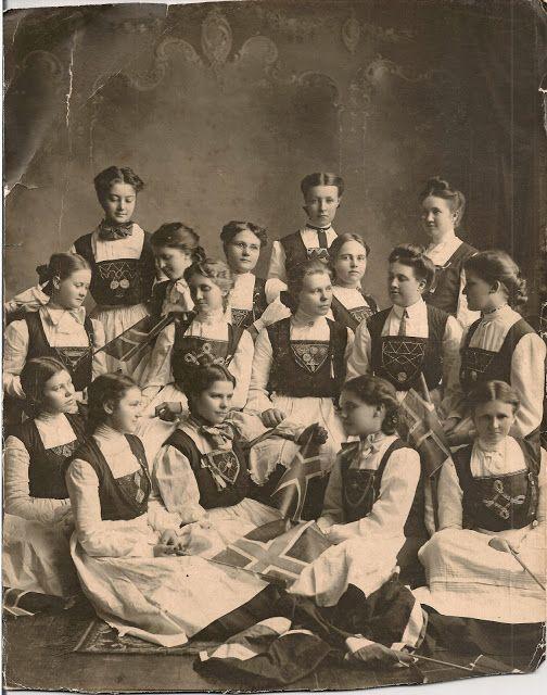 Wordless Wednesday: A Norwegian Club in Albert Lea, Minnesota, early 1900s #geneabloggers #genealogy