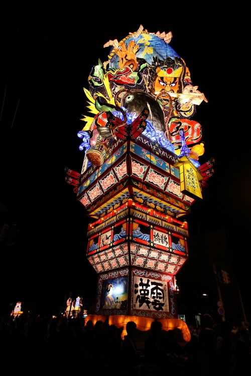 fuyunrai:  Nebuta are gigantic lanterns that are designed to look like characters from kabuki dramas, myths and history.