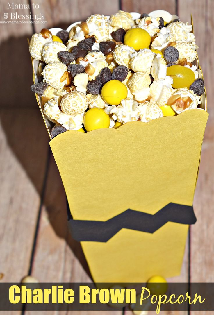 A fun and easy snack to make while enjoying The Peanuts Movie - only 3 ingredients to make! http://mamato5blessings.com/2016/03/peanuts-movie-showing-party-charlie-brown-popcorn-treat-recipe/