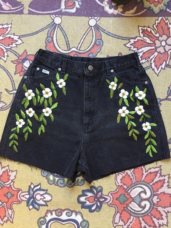 Pantalones cortos de denim negro bordado floral