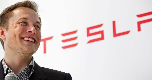 Tesla confía tanto en la calidad de sus coches, que ofrece un seguro de por vida y costes de reparación incluidos en el precio de la compra del vehículo. #coche #tesla