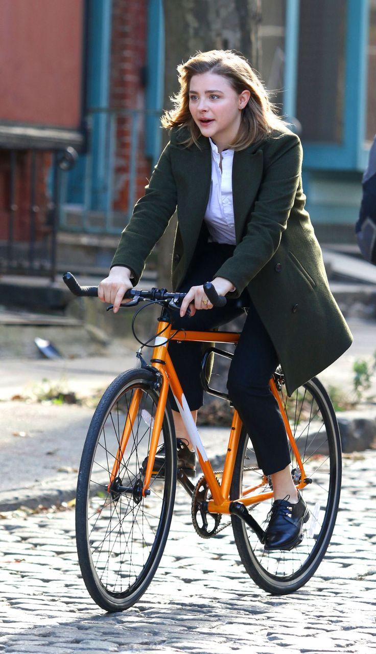 "Chloe Moretz - ""The Widow"" Movie Set in NYC | November 12, 2017"