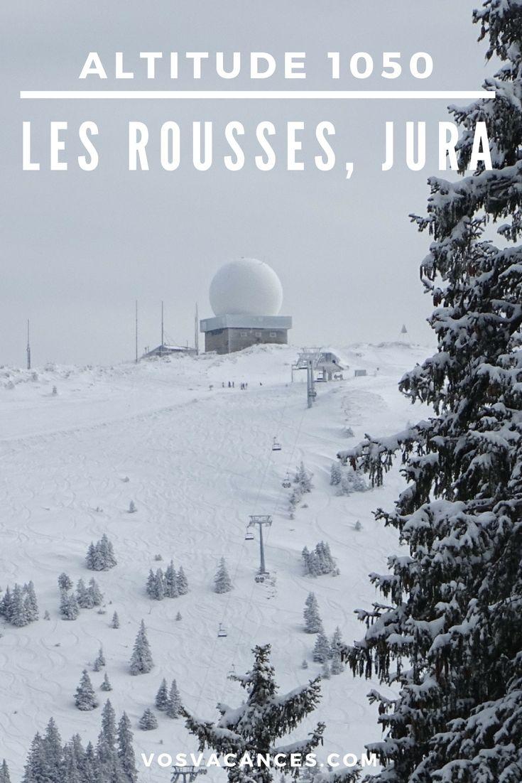 Dans le Haut-Jura, la station des Rousses offre en hiver un vaste domaine de ski de fond et de ski alpin à cheval entre la France et la Suisse.