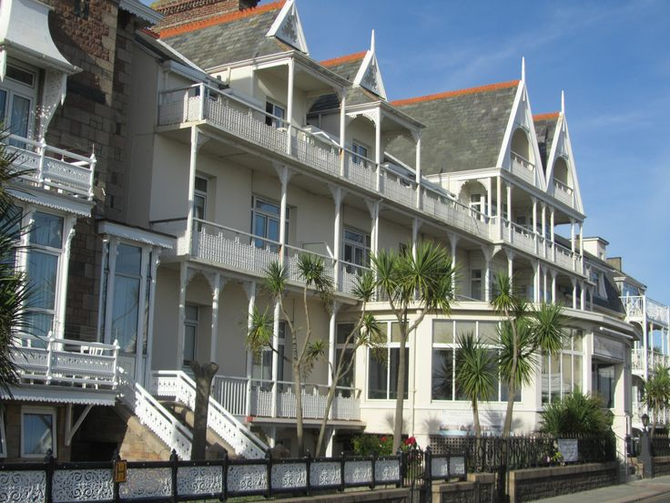 The #Ommaroo Hotel is a family-run sea front #hotel, renowned for its warm and friendly #service, from arrival and throughout your stay. It has an enviable #seaside location, situated directly opposite the beach and swimming pool at Havre des Pas, St Helier, offering spectacular sea views.