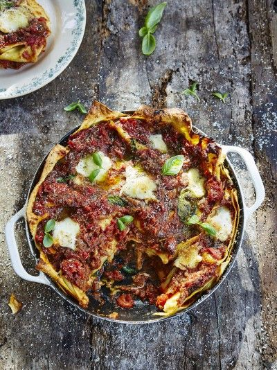 Everybody loves lasagne and this vegetarian option is absolutely, mouth-wateringly, gorgeous; learn how to make this aubergine lasagne recipe today!