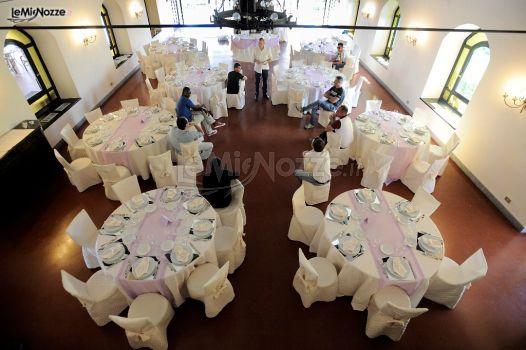 Tavoli rotondi con dettagli lilla visti dall'alto: organizza il tuo ricevimento su LeMieNozze.it >> http://www.lemienozze.it/operatori-matrimonio/catering_e_torte_nuziali/gda-catering/media/foto/2