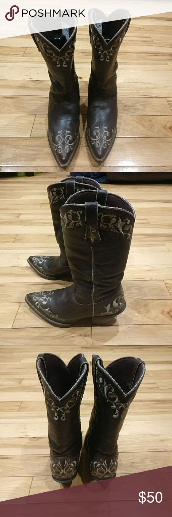 Durango Crush women's cowboy boots size 7M Crush Durango women's cowboy boots size 7 medium brown and gold color. The leather is in excellent condition and so are The soles of the boots. They look really nice and sexy, I'm selling them at an excellent price, so get them today! Durango Shoes