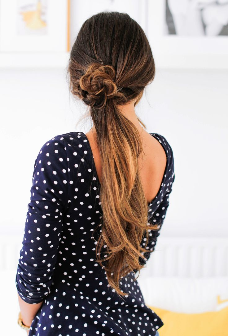 Super cute & easy Summer Ponytail! Click to check out the full tutorial on how to create this look!   #SummerPonytails #SummerHairstyles #OmbreHairstyles