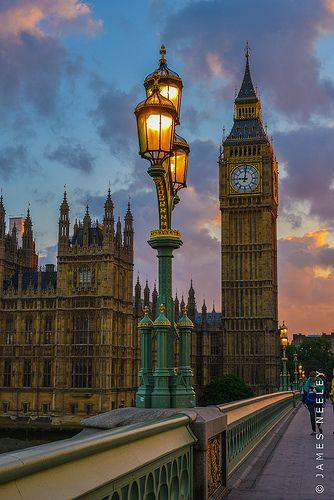 Vista del Big Ben y el puente de Westminster, Londres Inglaterra.