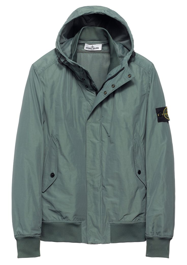 40822 MICRO REPS Hooded bomber jacket in a military specification polyester nylon Rep, tightly woven in order to obtain a compact wind resistant tela. A special agent sprayed on the finished item makes the piece anti-drop.