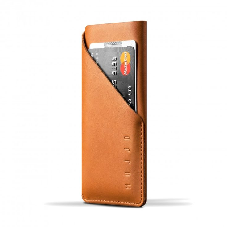 Cleverly cut out of one single piece of full-grain vegetable-tanned leather, this sleeve creates a slim and secure space for the iPhone 6 in just one stitch.