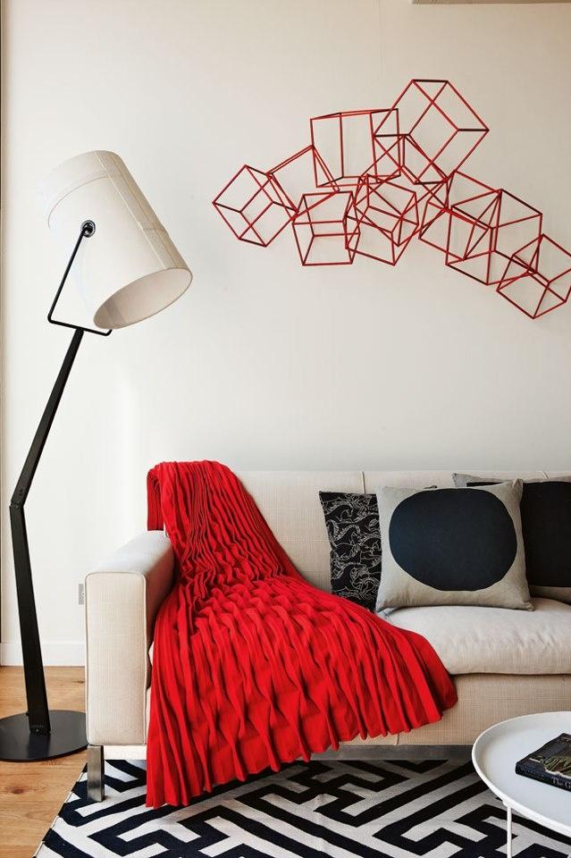 rood, wit, zwart interieur met geometrische details