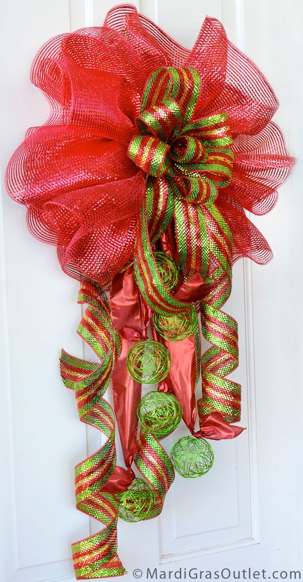 Deco mesh Christmas bow with wire ball accents - DIY Christmas Bow Video: Double Bow with Deco Besh