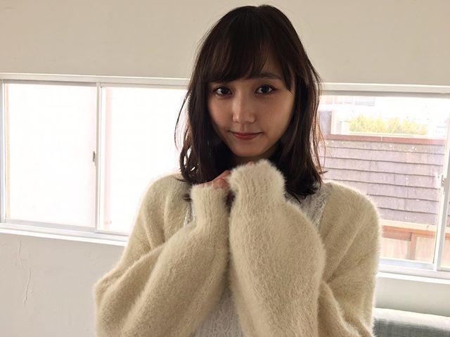 昨日に続きノンノ2月号「真冬のモテ盛りコーデ」から、鈴木友菜のふわふわ白ニットのオフショをお届け❤️ 外は寒くても、こんな着こなしならハッピーに過ごせそう☃️ 全身コーデはnonno Webの「毎日コーデ」で見られます❣️ #鈴木友菜 #白ニットの天使 @yuuna_suzuki  #nonno_magazine #nonno #ノンノ