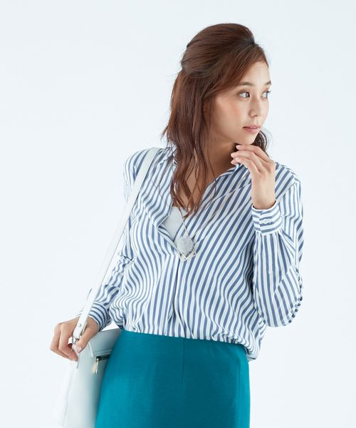 ニットアウターのINにおすすめな抜け感のあるスキッパーブラウス|20代女性のシャツ・ブラウス