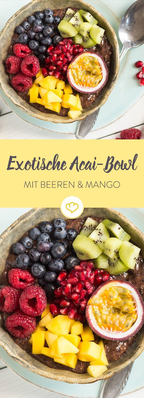 Der letzte Sommerurlaub ist schon Monate her? Dann ist diese exotische Frühstücksleckerei mit Beeren, Mango und Kiwi genau das Richtige für dich.