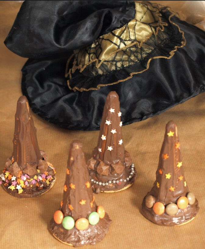Witches hat treats from an ice cream cone. Easy kids cooking for Halloween. For more ideas see: http://bit.ly/1vUdOOl