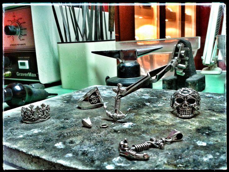 Last week working for @fksjewels  #KingsRoadCollection... #FKSJewels #KingsRoad #Collection #workinprogress #Handmade by #PaoloBrunicardi #Orafo #LimitedEdition #SterlingSilver #Custom #Jewels #FrancescoMenconi #PersonalTrainer #inspiration #Style #Rock #Anchor #Pendant #Skull #Crown #Rings #BrunicardiPreziosi #MarinadiCarrara #Tuscany #Italy #MadeinItaly #ItalianJob #Italiansdoitbetter #BackonPinterest