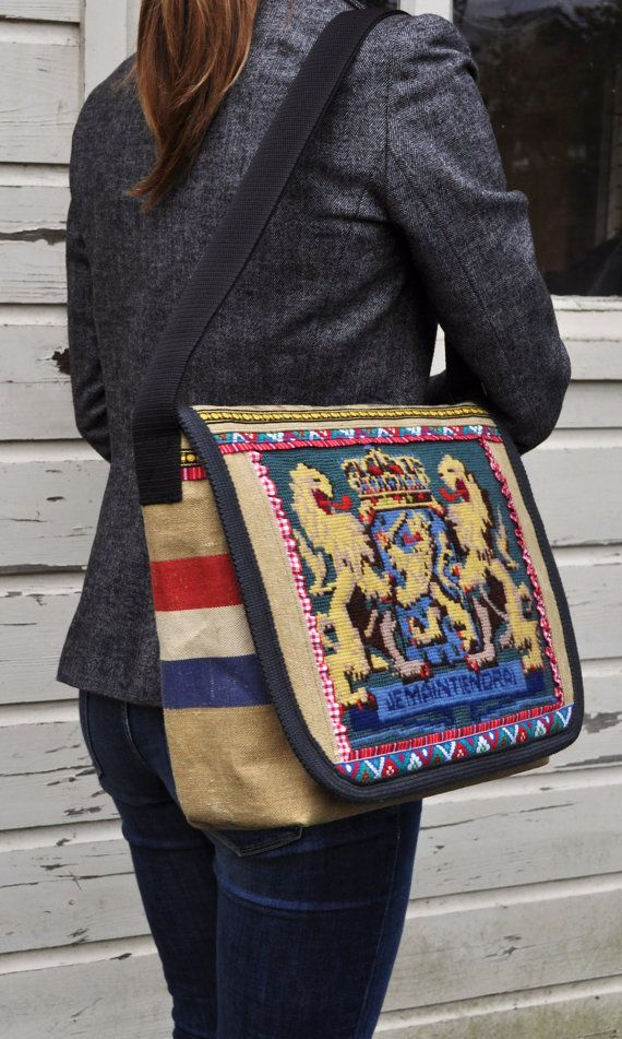 My friend Karin got this from Dutch Sisters on Etsy. It is a Dutch mail bag with the Dutch Coat of Arms on it!