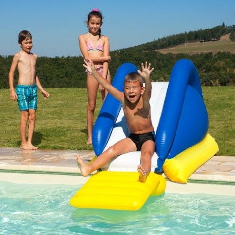 Toboggan gonflable Pingo #toboggan #gonflable #bouée #jeu #jeux #nage #natation #swimming #enfant #enfants #game #games #children #outdoor #garden #jardin #détente #jeudejardin #extérieur #piscine #pool #desjoyauxpools