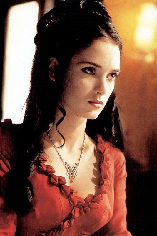 Dracula - Mina's red gown and beauty delicate necklace