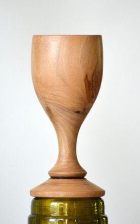 Ce bouchon de bouteille en liège et bois de poirier a été tourné manuellement dans mon petit atelier. Il est écologique car le liège est recyclé.  La partie liège est tou - 16337001