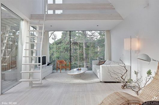 A holiday house with view of the forestWhite Spaces, Girls Generation, Livingroom, Living Room, Loft, Cars Girls, House, White Interiors, Girls Style