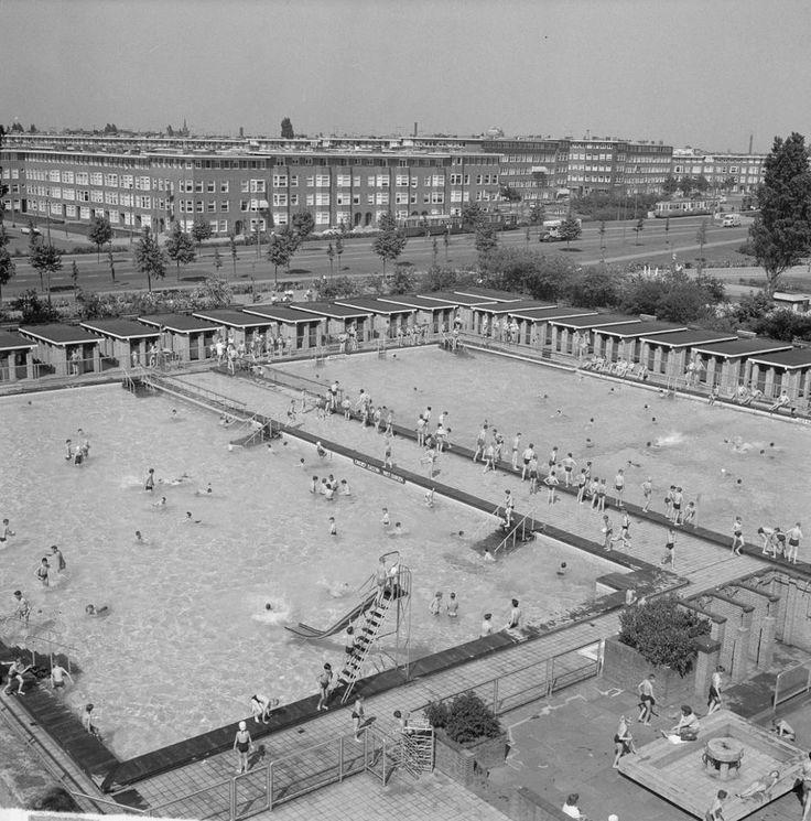 Zwemmen in het De Mirandabad, 1963.
