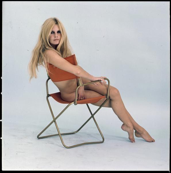 Sam Lévin, Brigitte Bardot, 1967 Positif transparent couleur sur support souple  Donation Sam Lévin, Ministère de la Culture (France) - Médiathèque de l'architecture et du patrimoine - Diffusion RMN