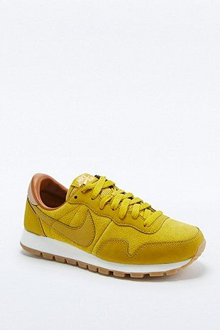 Nike Air - Baskets Pegasus 83 moutarde - Urban Outfitters