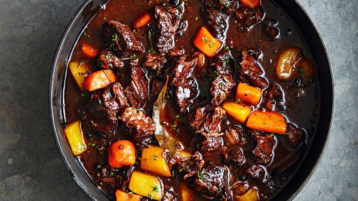 Hemligheten med en bra kalops heter bra kött med rikligt med fett. Högrev är det bästa, ordentligt med lök och morot – och så kryddpeppar.