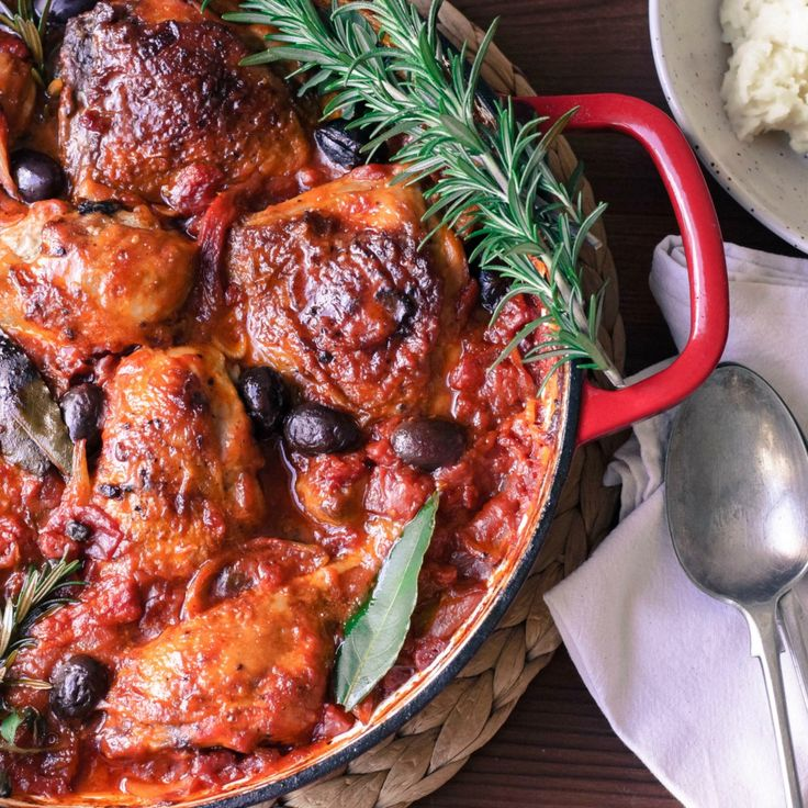 This Hearty Chicken Cacciatore is so simple to make but packed with flavour.