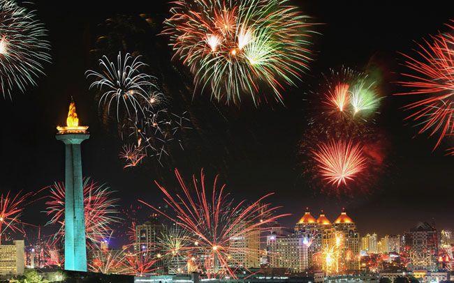 Jakarta Night Festival 2014 http://infojalanjalan.com/kemana-rencana-anda-mengisi-malam-tahun-baru-2015