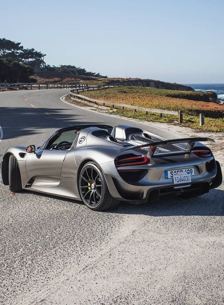 Porsche 918 Spyder: Everyday usability combined with ferocious power and statistics. It's truly the best of both worlds