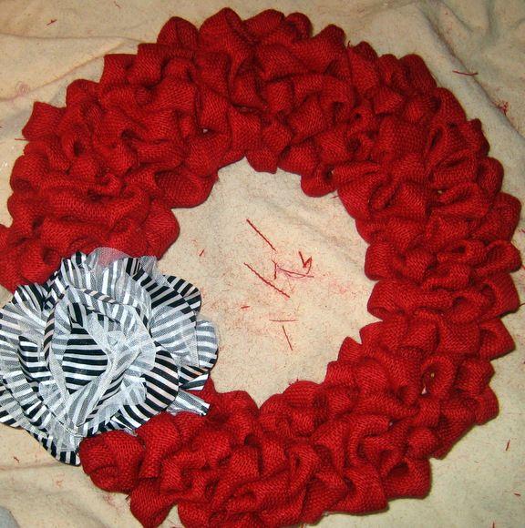 Burlap Bubble Wreath Tutorial (www.diyplaybook.blogspot.com)
