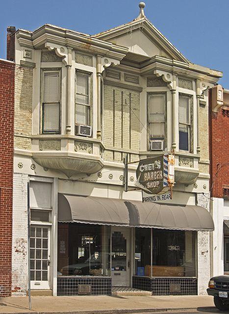 Frederick Avenue, Saint Joseph, Missouri hmmmm....interesting...