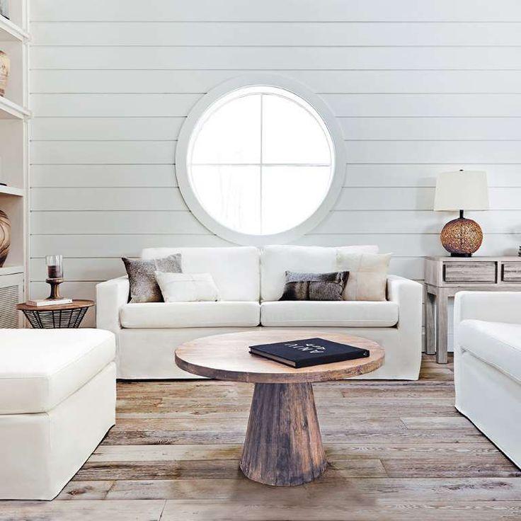 Marier le bois et le blanc: bois de grange au sol et planches à clin blanches au mur. ®copyright Éditions Pratico-Pratiques®