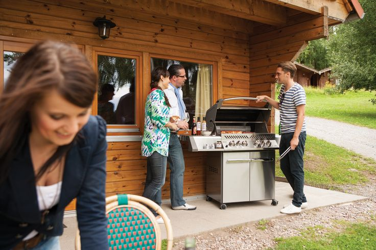 Prestige® Series P500 Gas Grill gives the backyard chef all the exclusive cooking features needed to create exciting and tasty grilled dishes! Superior technology, rock solid performance and balanced design are the hallmark of the Napoleon® name.