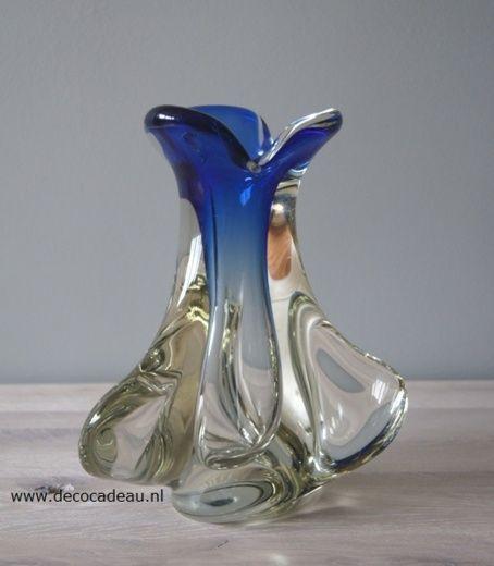 Blauw kristallen vaas.  Doyen glas Belgium omstreeks 1960.