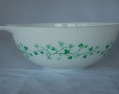 Have - Pyrex Ivy Cinderella Mixing bowl white green 4Qt.